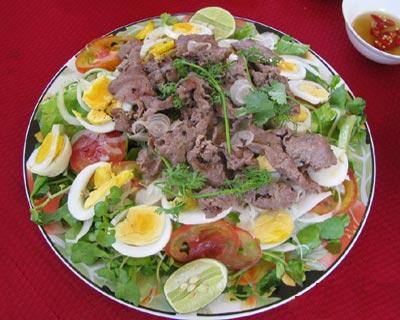 salad bò trứng và salad cá ngừ