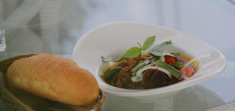 Nhà Hàng – Phòng Trà Louis nhận nấu thức ăn theo yêu cầu khách hàng